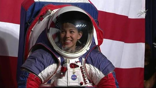 Duas astronautas fazem primeira caminhada espacial totalmente feminina