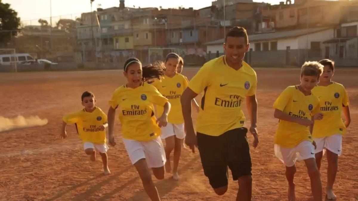852634f8f Homenagem aos brasileiros  Marquinhos apresenta camisa amarela do PSG