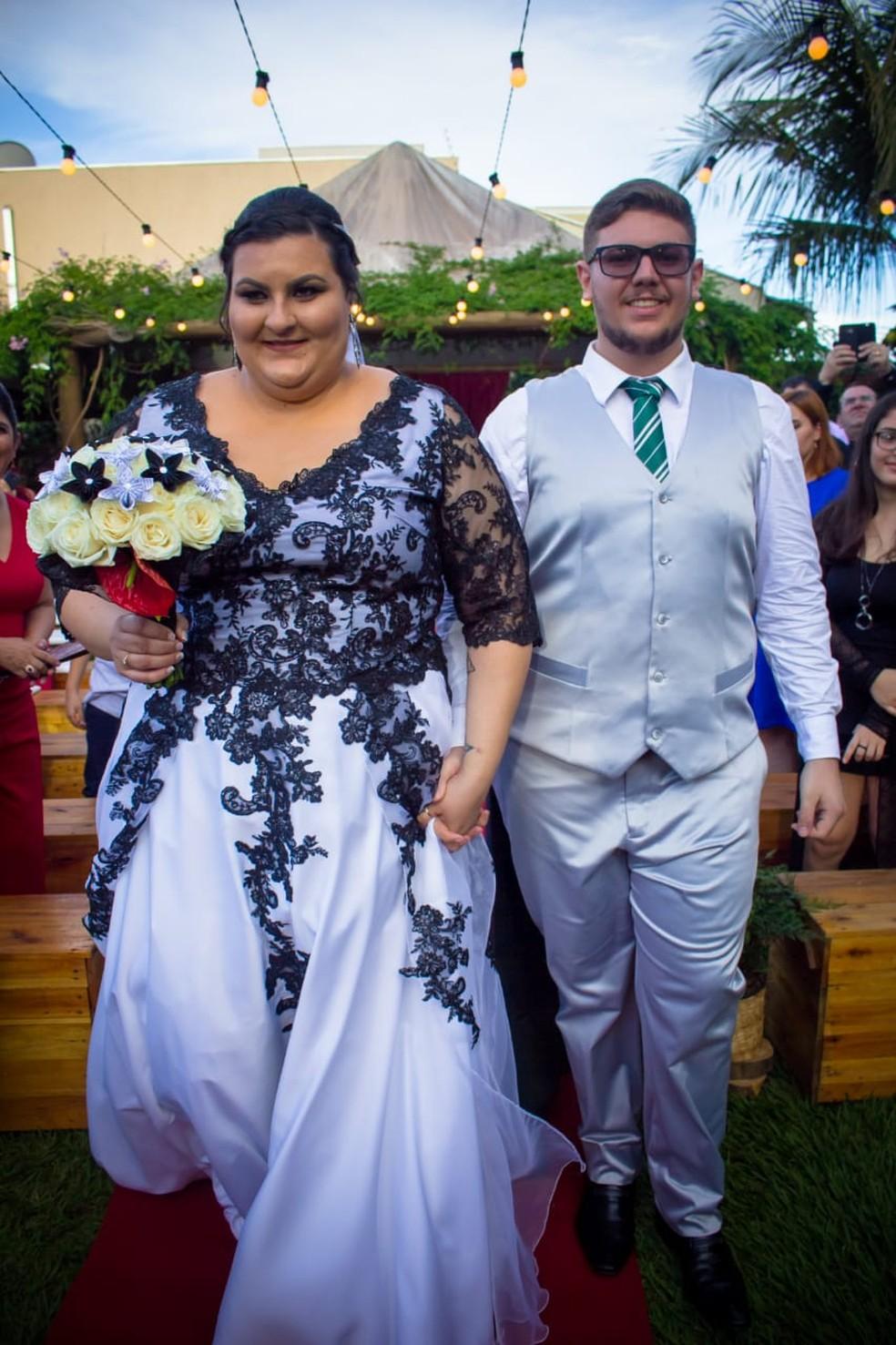 Vestido de Ariana foi inspirado na única noiva da saga, Fleur Delacour. — Foto: Fabio Ozuna/Reprodução