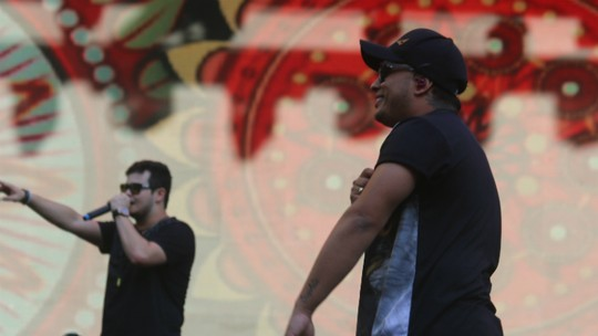 Em show de sucessos do sertanejo e surpresas, Matheus & Kauan estreiam no FV
