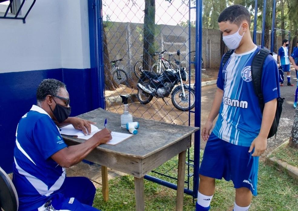 Time segue protocolos sanitários na volta aos treinos, mas atletas de fora da cidade segue sem treinar presencialmente — Foto: Dínamo/Divulgação
