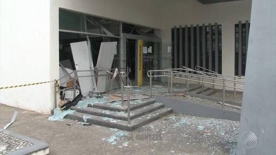 Criminosos explodem agência, disparam contra delegacia e fogem após ação no interior da Bahia