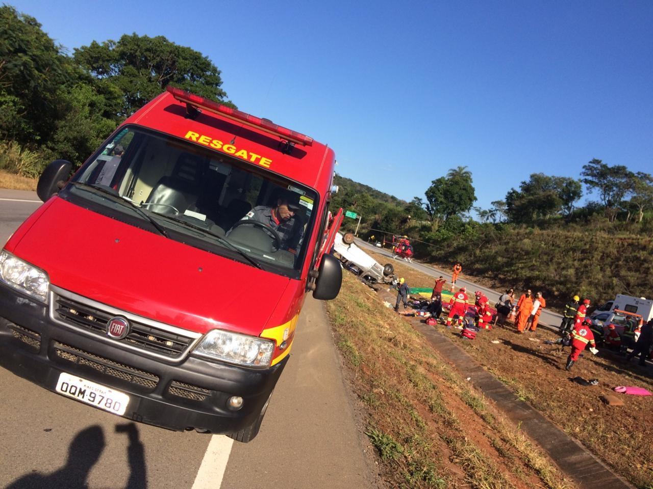 Acidente com van deixa mortes na BR-262, em Juatuba - Noticias
