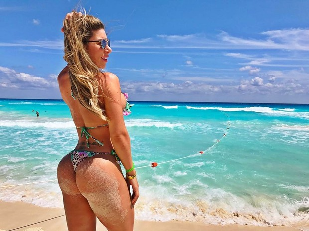 EGO - Tati Minerato mostra bumbum na nuca em clique na praia ...