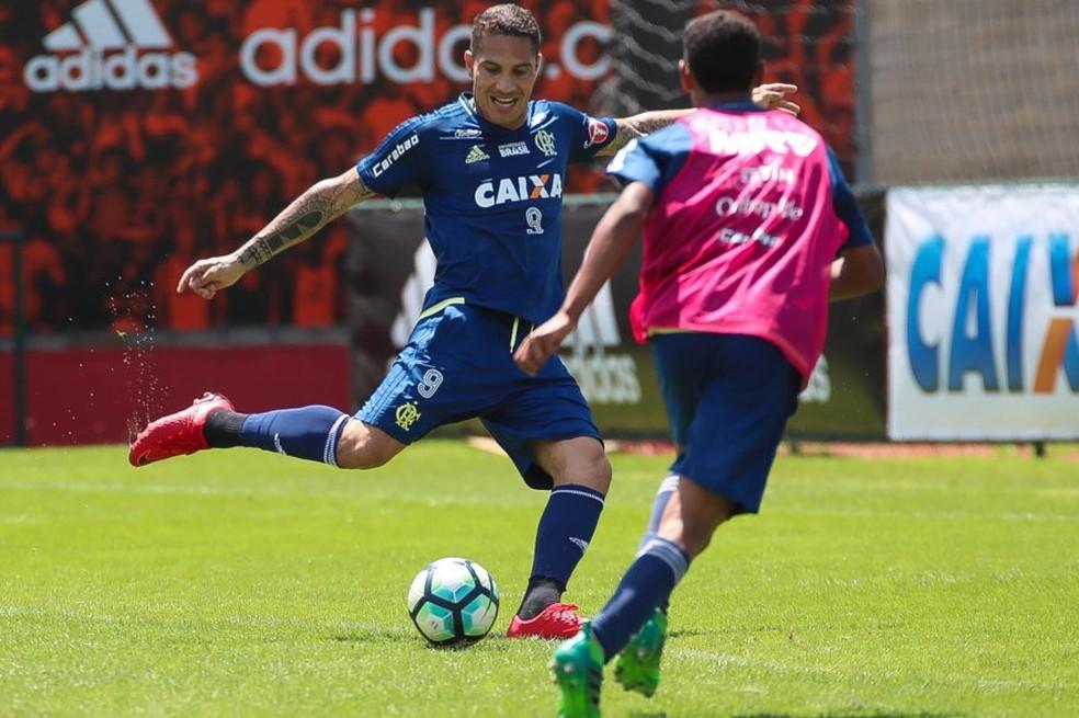 Guerrero treinava em horário diferente do restante do grupo do Flamengo e a partir desta terça poderá voltar a frequentar o Ninho (Foto: Gilvan de Souza)