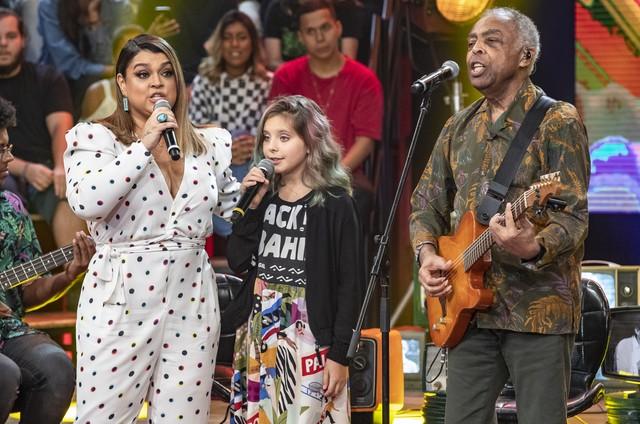 Gilberto Gil com a filha Preta e a neta Flor no 'Altas horas' (Foto: Fabio Rocha/TV Globo)