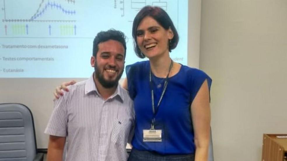 Nilton Barreto dos Santos e sua orientadora, Carolina Munhoz — Foto: Arquivo Pessoal/Nilton Barreto dos Santos