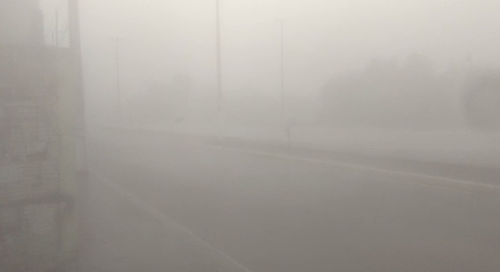 Previsão da Funceme para os próximos dias é de nebulosidade variável com eventos de chuva no centro-sul. Em Iguatu, um internauta registrou forte neblina. — Foto: Fernando Moura de Queiroz