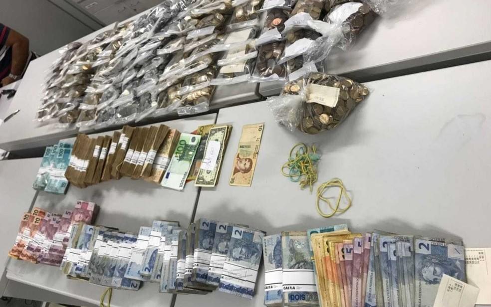 Dinheiro foi apreendido na casa de um dos padres: MP apura 'mesada' (Foto: Reprodução)