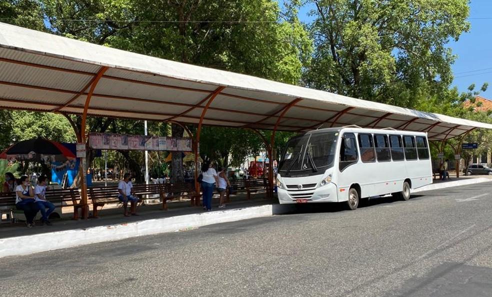 Veículos alternativos contratados pela Strans estão reforçando o transporte em Teresina — Foto: Helder Vilela/TV Clube
