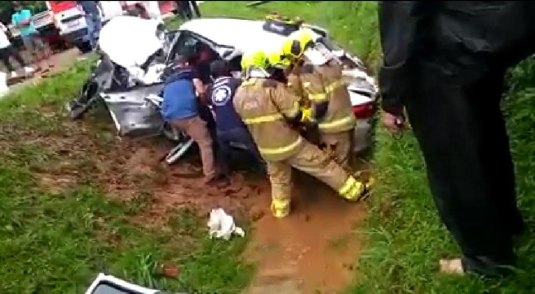 Motorista morre após colidir contra caminhonete em rodovia no AC