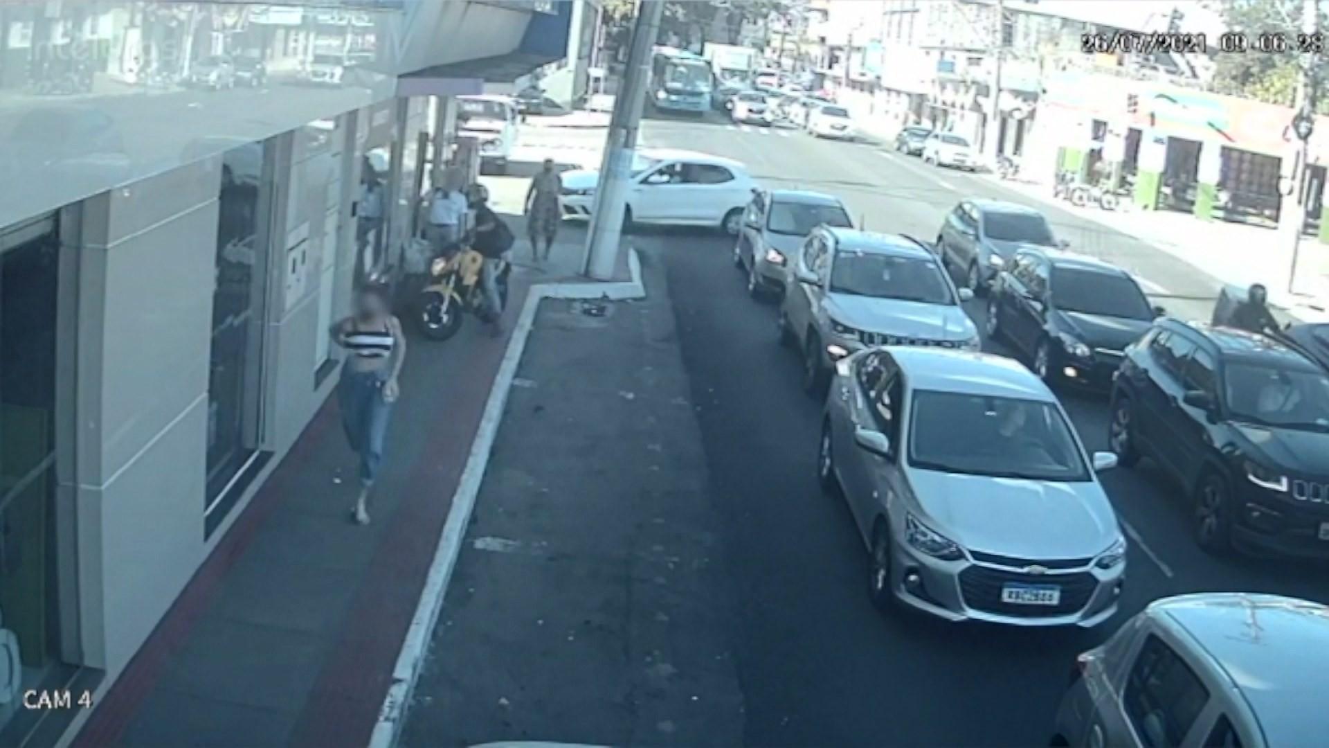 Criminoso é preso minutos após assaltar mulheres em Vila Velha, ES