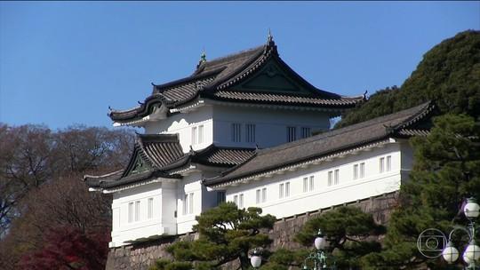 Visita ao jardim do palácio imperial aguça curiosidade no Japão
