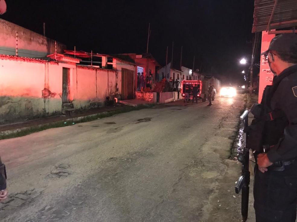 Dois homens e uma mulher são mortos a tiros em Macaíba — Foto: Ayrton Freire/Inter TV Cabugi