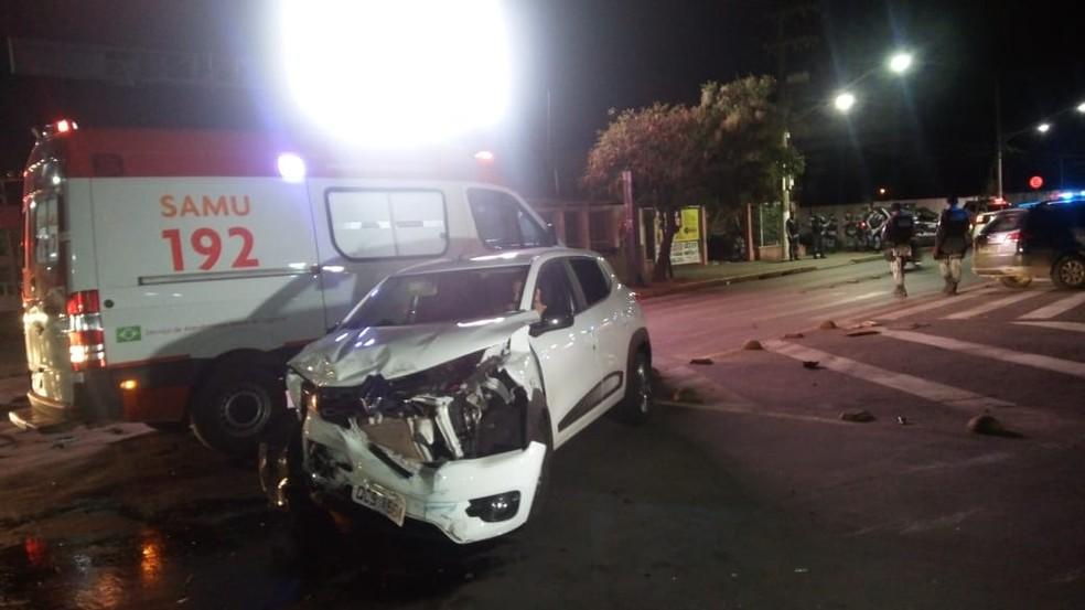 De acordo com a Polícia Militar, o motorista do carro teria avançado o sinal vermelho no cruzamento — Foto: Brígida Mota/TV Centro América