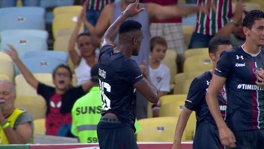Impedido no lance, Ganso se faz de morto, e Digão, em condição legal, marca para o Fluminense