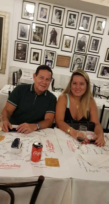 O vice-presidente Hamilton Mourão e a mulher, Paula