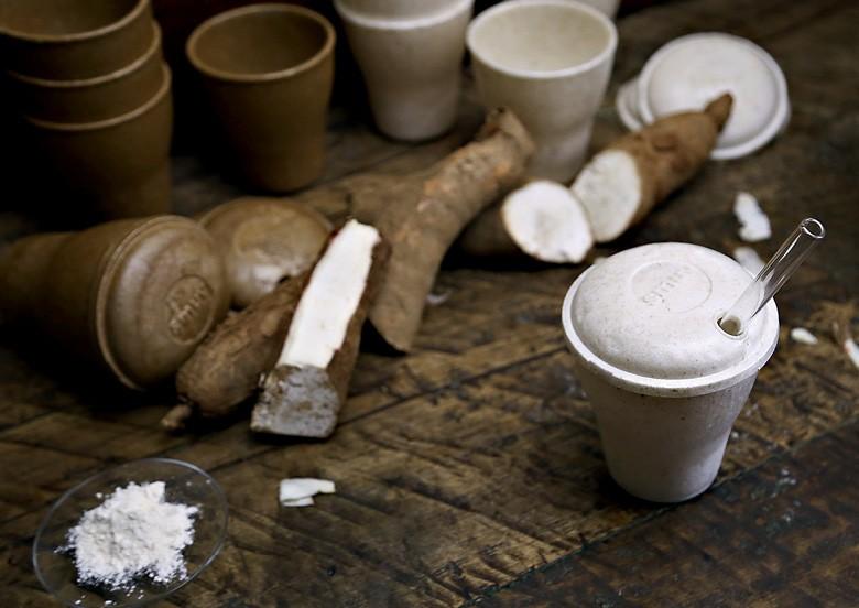 Copo feito a partir da fécula de mandioca (Foto: Divulgação)