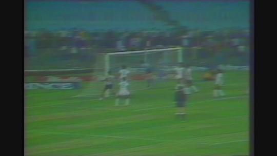 Você se lembra? Éder faz gol olímpico, surpreende narrador, e Atlético-MG vence Flu no Maracanã