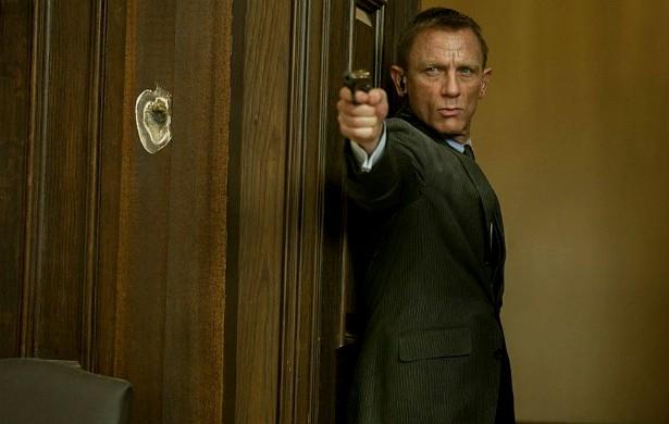 Daniel Craig, o atual James Bond (até que Paul Cusack estreie no papel), não usa dublês quando grava na pele do agente 007. (Foto: Reprodução)