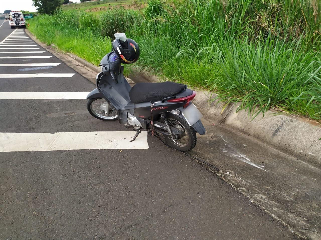 Motociclista fica em estado gravíssimo após se envolver em acidente com caminhão em Pirapozinho