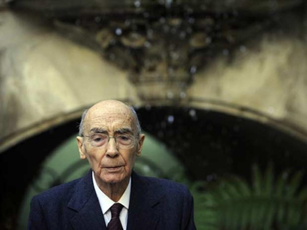 Autor José Saramago, em novembro de 2009 (Foto: AFP)