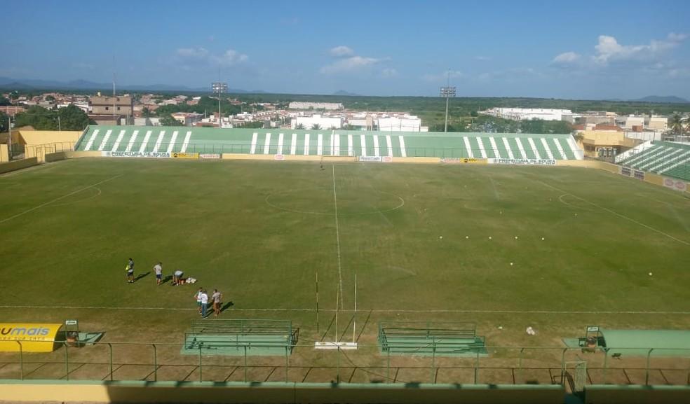 O Estádio Marizão, em Sousa, ainda possui pendências a resolver para poder sediar Sousa x Botafogo-PB nesta quinta-feira — Foto: Max Oliveira / ge