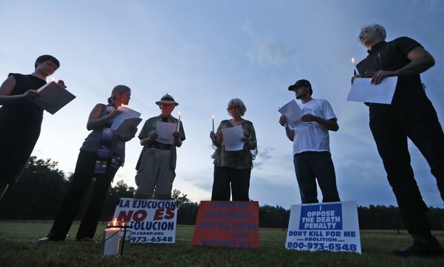 Protesto contra a pena de morte em frente ao Greensville Correctional Center em Jarratt, na Virgínia, em julho