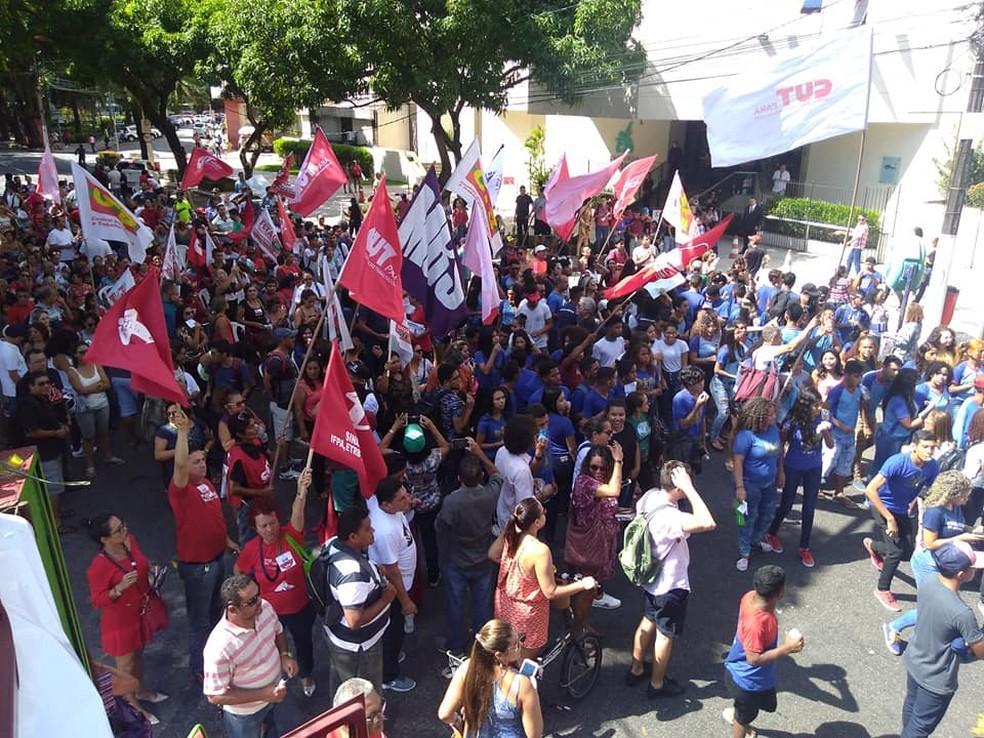 -  Estudantes e professores protestam na av. Presidente Vargas, em Belém.  Foto: Ascom / Sintepp