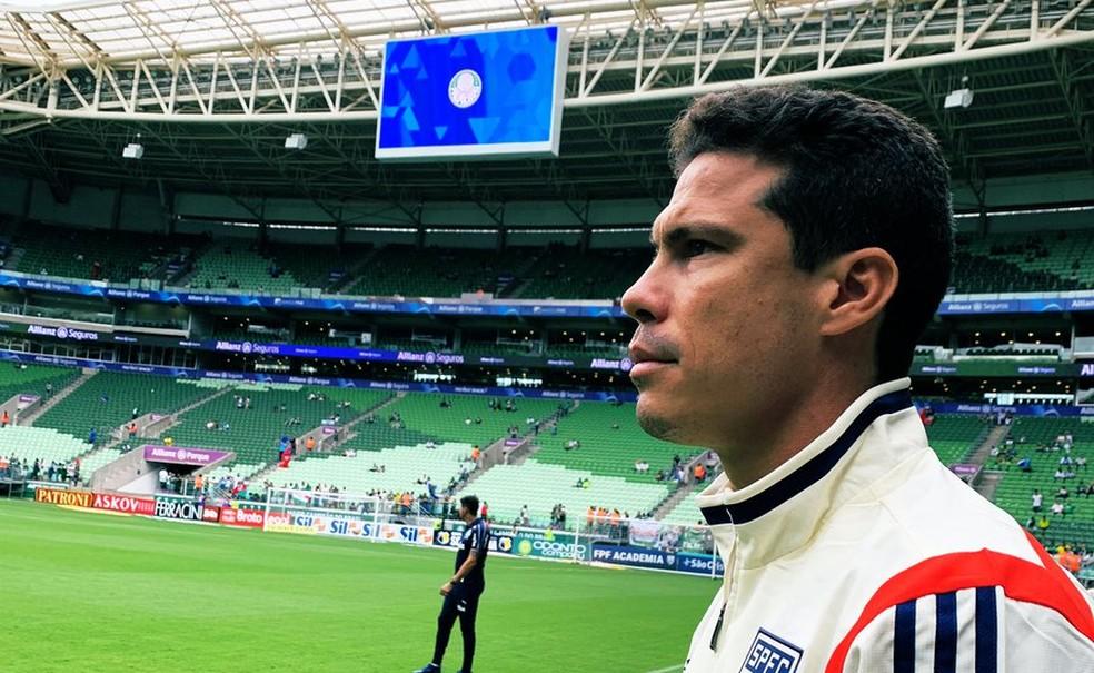 Hernanes no gramado da arena Palmeiras — Foto: Rubens Chiri / saopaulofc.net