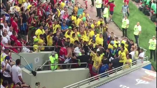 Fifa adverte CBF por mau comportamento de torcedores no duelo com a Sérvia