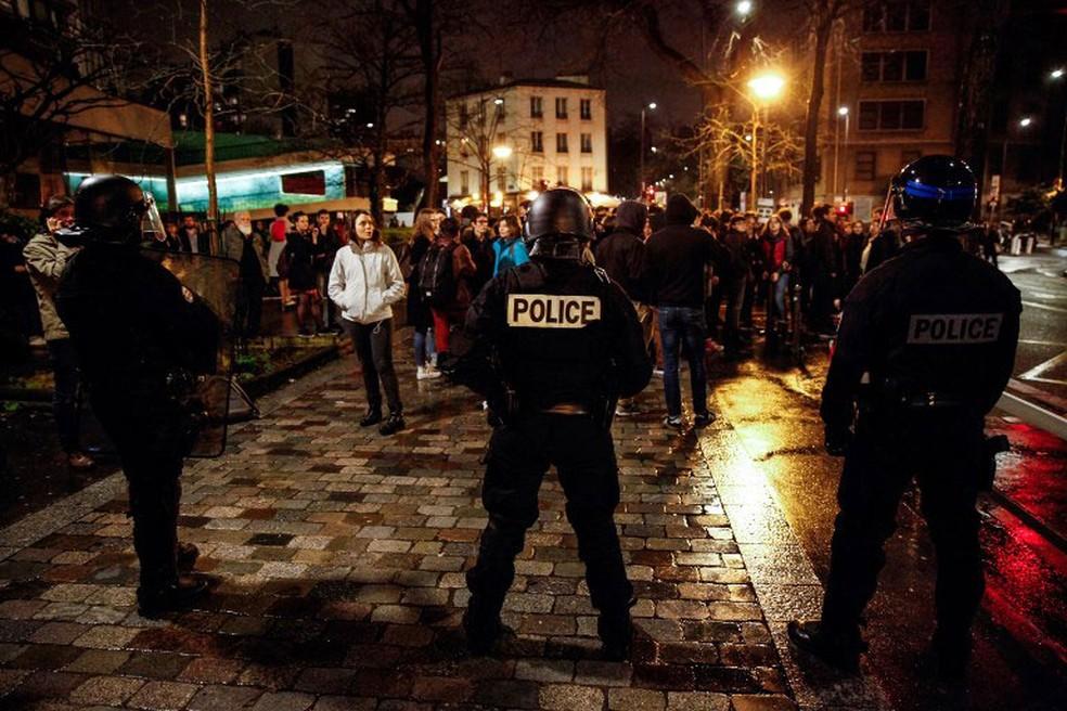 -  Polícia retirou estudantes que ocupavam prédio da Sorbonne, em Paris, na noite de quinta-feira  12   Foto: AFP