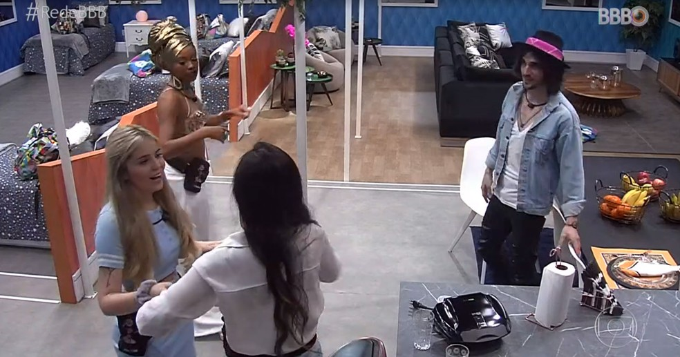 Lumena, Viih Tube, Juliette e Fiuk conversam na ala separada do 'BBB21' — Foto: Reprodução/TV Globo