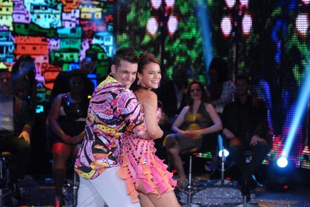 Bruna Marquezine e Átila Amaral na Dança dos Famosos (Foto: TV Globo/Zé Paulo Cardeal)