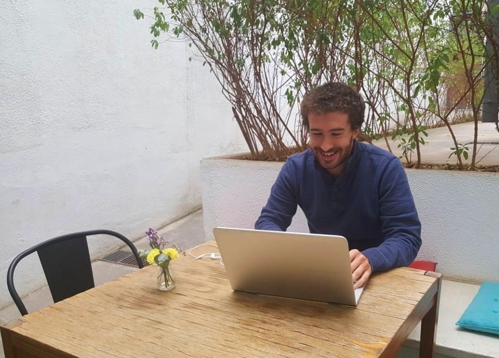 Antoine Dubacq criou plataforma que permite cultivar horta e adotar galinha pela web (Foto: Arquivo Pessoal/Antoine Dubacq)