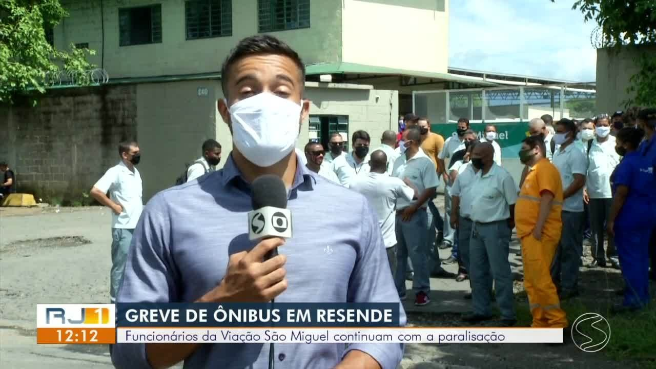 Motoristas de ônibus paralisam transporte público em Resende