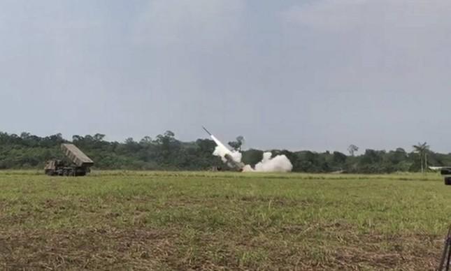 Brasil testa lançou foguetes em uma manobra na Amazônia envolvendo mais de 3.600 militares