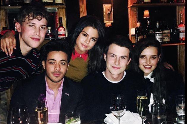 Selena Gomez e o elenco de 13 Reasons Why (Foto: Instagram)