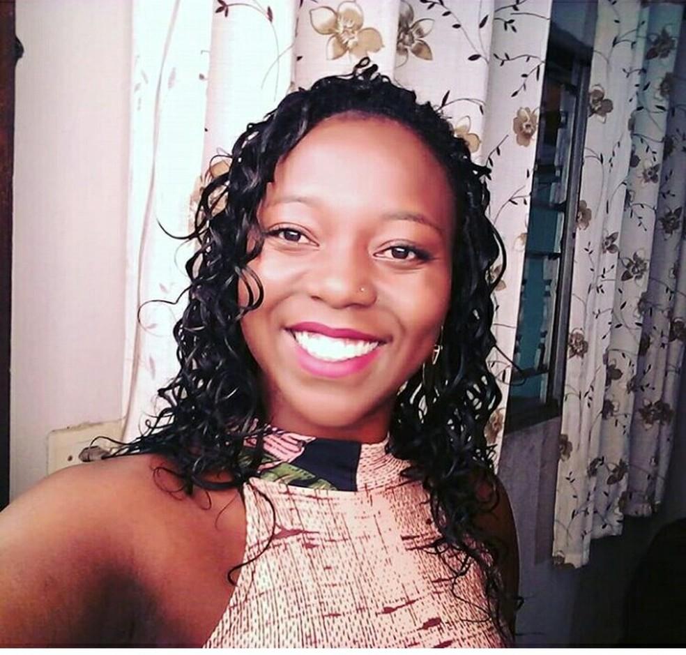 A assistente social Vanessa Rodrigues, que terá de esperar 60 dias para liberação do seguro-desemprego — Foto: Arquivo pessoal
