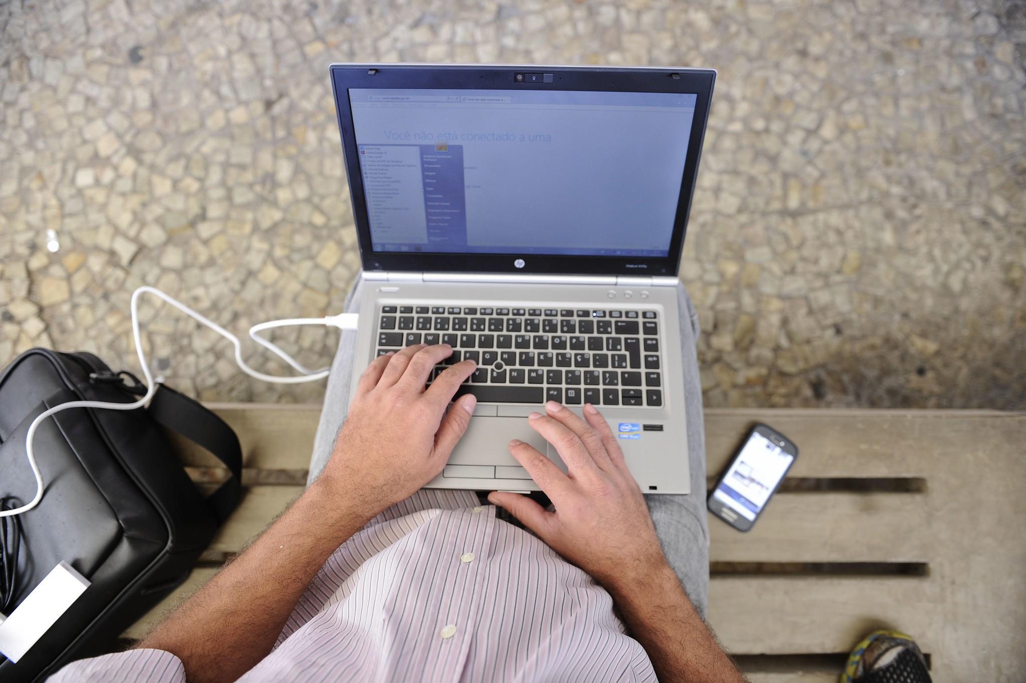 Em 2019, Acre tinha mais de 230 mil pessoas sem acesso à internet, diz IBGE