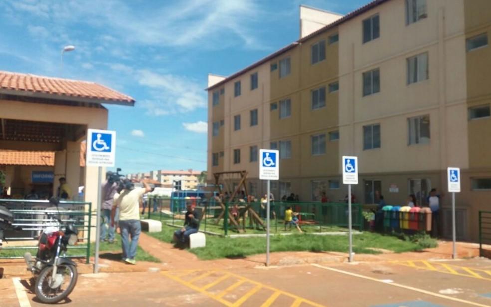 Apartamentos do Residencial Nelson Mandela foram entregues para famílias sorteadas (Foto: Rosane Mendes/TV Anhanguera)