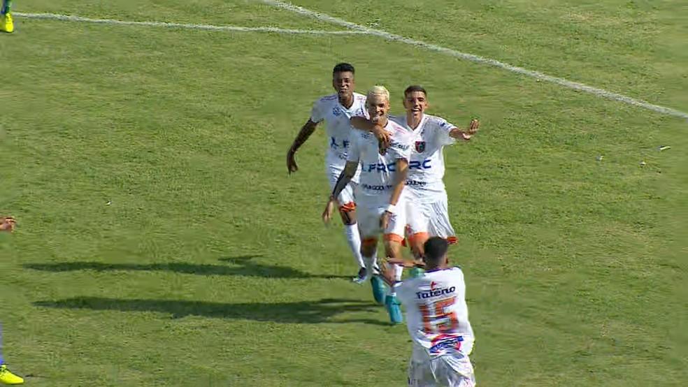 Hendrick marcou três gols pelo Manthiqueira na Copa São Paulo — Foto: Reprodução/TV Vanguarda