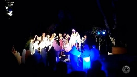 Encenação da Paixão de Cristo emociona moradores de Westfália
