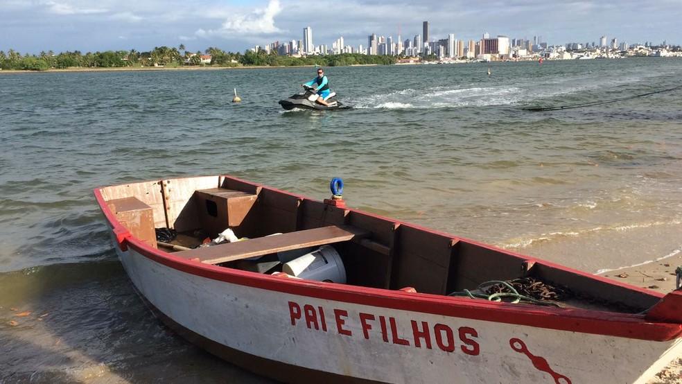Canoa em que estavam os PMs foi localizada no Rio Potengi (Foto: Heloísa Guimarães/Inter TV Cabugi)