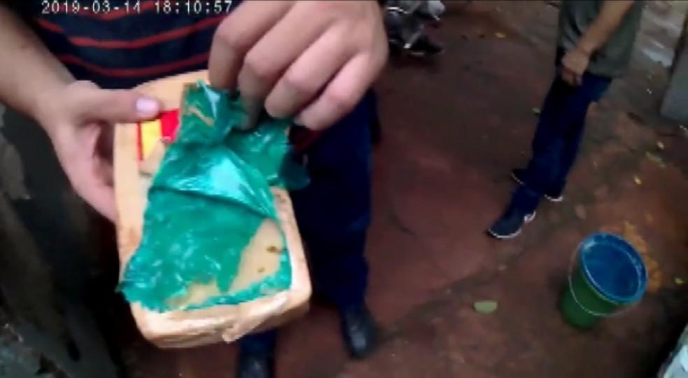 Polícia Civil apreende maconha e cocaína em operação em Sertãozinho, SP — Foto: Reprodução/EPTV
