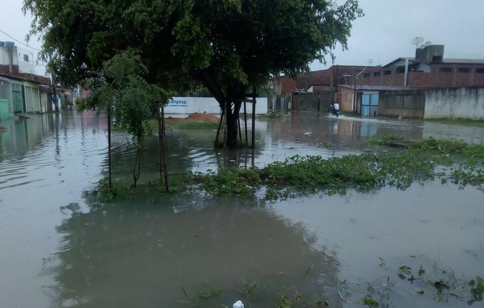 Fortes chuvas assustaram moradores em Tamandaré, no Litoral Sul de Pernambuco (Foto: Reprodução/WhatsApp)