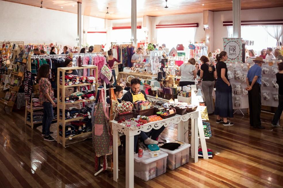 Evento reúne produtos autênticos e feitos a mão de mais de 50 marcas locais para homenagear as mães. — Foto: Divulgação.