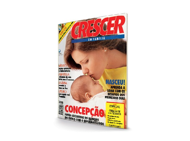 Primeira capa da Crescer - a jornalista Alessandra Zanchetta, 46 anos, sua filha Ana Carolina  (Foto: Eduardo Svezia)