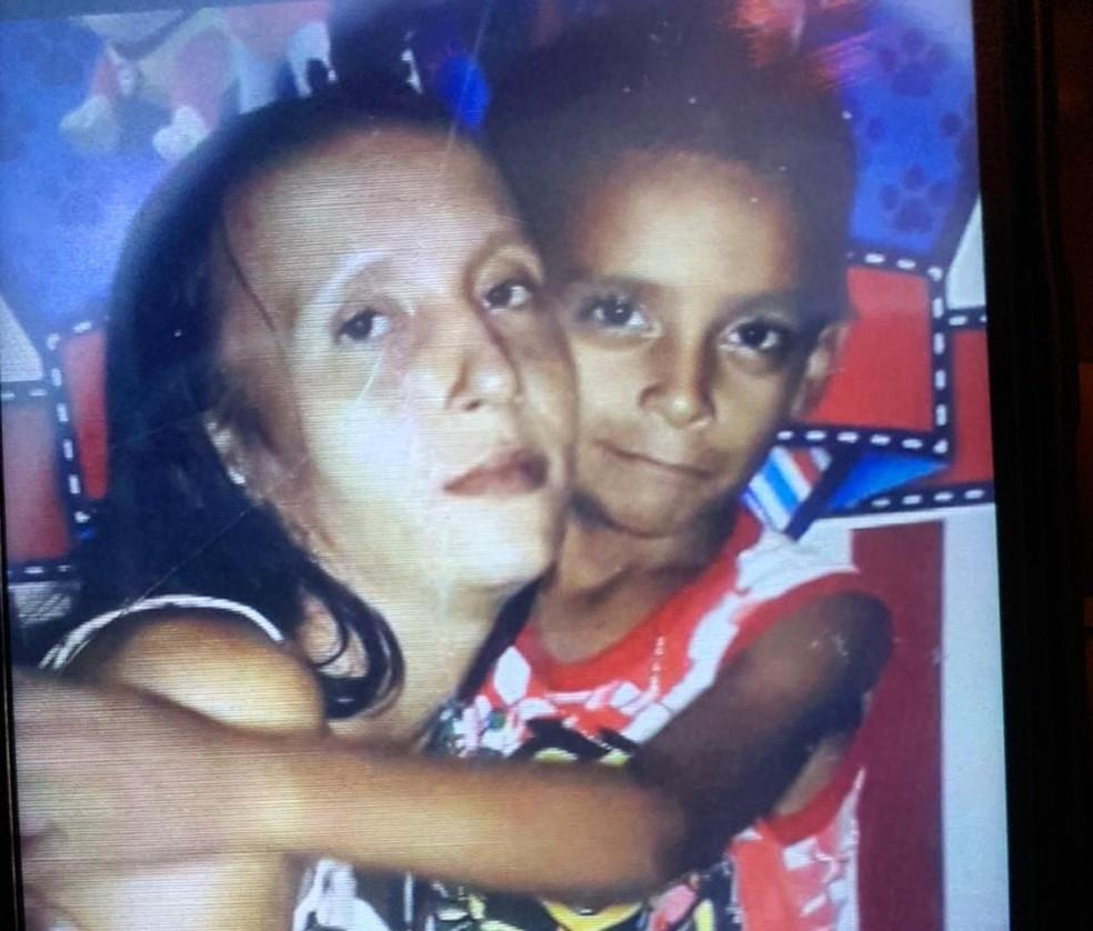 Fabiana e o outro filho foram mortos pelo grupo investigado — Foto: Reprodução/Arquivo pessoal