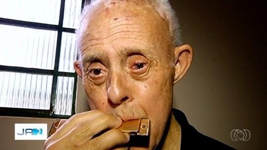 Goiano de 70 anos entra para o livro dos recordes como o idoso com Síndrome de Down mais velho do Brasil